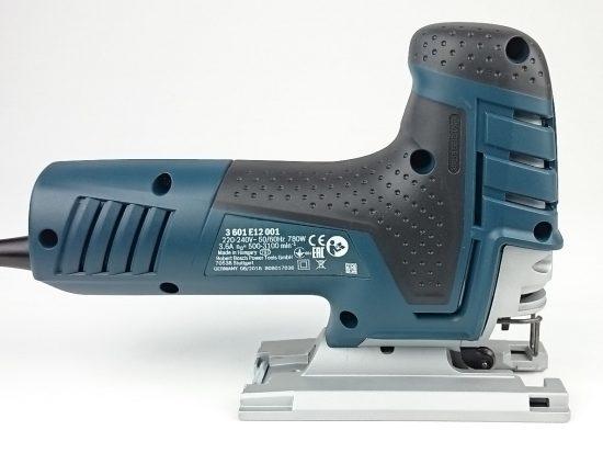 Ein Foto von der rechten Seite der Bosch GST 150 CE