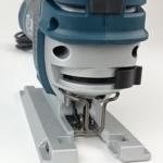 Foto vom Öffnungshebel für den Sägeblattwechsel der Bosch GST 150 CE Stichsäge