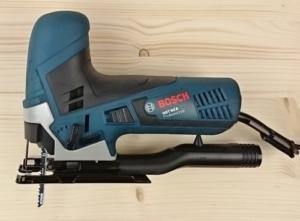 Foto von der Bosch GST 90 E Professional Pendelhub-Stichsäge mit Stichsägeblatt