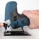 Foto vom Öffnungshebel zur Stichsägeblatt De- und Montage der Bosch GST 90 E Professional Stichsäge