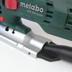 Foto von der verstellbaren Grundplatte mit Absaugstutzen der Metabo STE 100 Quick Stichsäge