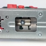 Foto von der Unterseite der Grundplatte von der Metabo STE 100 Quick Stichsäge